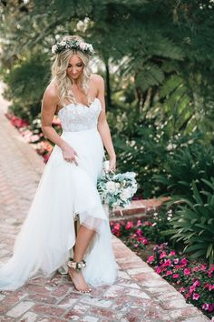 Caitlin and Matt's Garden California Wedding by Kambria Fischer Photography No shoes for this gorgeous bride! Pink rose anklets were worn by this barefoot bride to match her pink rose floral crown and white wedding bouquet, all the perfect complements t Garden Wedding Dresses, White Wedding Bouquets, Bride Bouquets, Wedding Dress Styles, Wedding Gowns, Garden Dress, Wedding Shoes, Flower Crown Bride, Bride Flowers