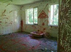 Unexplained Satanic Abandoned house in Virginia.