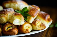 Pretzel Bites, Minion, Cake Recipes, Bread, Food, Easy Cake Recipes, Brot, Essen, Minions