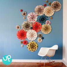 Déco DIY - rosace en papier. A utiliser en déco murale ou en photobooth pour un mariage ! A retrouver sur la boutique de déco en ligne Pep Up Design.