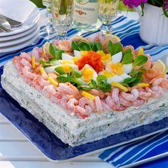 Lujoso pastel de sandwich con salmón y camarones - Smörgåstårtor - Sandwich Torte, Savory Cheesecake, Open Faced Sandwich, Swedish Recipes, Dessert For Dinner, Recipe Images, Fish And Seafood, Quick Easy Meals, Food Inspiration