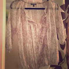 Express Boho Floral Top So fun and form fitting! Adorable top! Express Tops Blouses