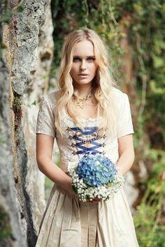 Brautkleider - Brautdirndl, champagner - ein Designerstück von martinamiller bei DaWanda