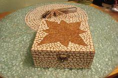 Reciclagem de cascas de ovos, transformados em mosaico                                                                                                                                                                                 Mais