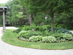 Garten traditioneller englischer Stil Gestaltung Ideen grüne Stauden