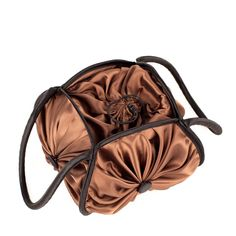 HANDBAG MADE WITH 4 YO-YOS (DISCS OF FABRIC WITH GATHERED MIDDLES). ITS STRAP IS MADE OF CORDON COVERD WITH SATIN BIAS TAPE. THE FINISHES ARE HAND SEWN AND THE YO-YOS HAVE FELT INSIDE TO GUARANTEE GREATER DURABILITY