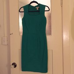 Banana Republic sleeveless shift dress NWOT. Just a bit too small for me. Slit in skirt is still sewn together, just a couple of wrinkles as shown but no flaws! So cute and the Kelly green color gives your outfit an awesome pop, so sad it doesn't fit me  Banana Republic Dresses Mini