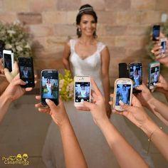 As madrinhas sempre querem a mais linda foto da noiva. Foto do Rodrigo Lacerda precasamento.com #precasamento #sitedecasamento #bride #groom #wedding #instawedding #engaged #love #casamento #noiva #noivo #noivos #luademel #noivado #casamentotop #vestidodenoiva #penteadodenoiva #madrinhadecasamento #pedidodecasamento #chadelingerie #chadecozinha #aneldenoivado #bridestyle #eudissesim #festadecasamento #voucasar #padrinhos #bridezilla #casamento2016 #casamento2017