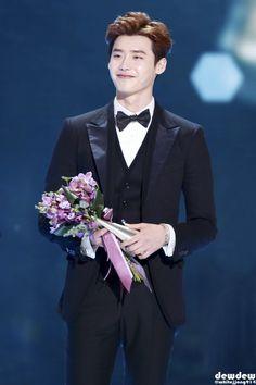 Lee Jong Suk # 2014 KBS Drama Awards 14.12.31 Cr.Logo