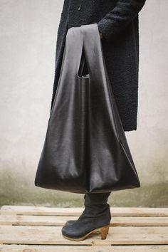 Sovradimensionato borsa Tote in pelle nera. Grande oversize ogni giorno tote bag. Sfoderato. Pelle naturale italiana. Aprox. Misure: W 22 in