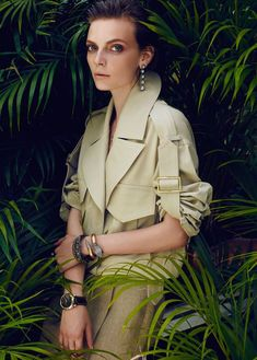 vogue turkey may 2014 issue - Nora Shopova sequesters herself within the jungle foliage for Vogue Turkey's May 2014 issue. Tropical Fashion, Colorful Fashion, Vogue, Fashion Editor, Editorial Fashion, Photoshoot Inspiration, Style Inspiration, Turkish Fashion, Beauty Shoot