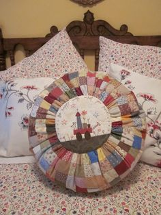 PIZCA: COJIN Quilting Tips, Quilting Projects, Sewing Room Decor, Primitive Crafts, Diy Pillows, Embroidery Stitches, Projects To Try, Applique, Blanket