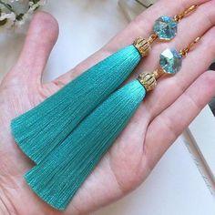Добрый день! Шикарные серьги - кисти с кристаллами Сваровски и позолоченной фурнитурой в наличии #серьгикисти #ярмаркамастеров #tassels #earrings #украшения #серьги #сережки #серёжки #серьгикисточки #сережкикисти #сережкикисточки