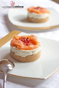 Se state cercando un antipasto buono e sfizioso la cheesecake salata monoporzione al salmone 🐟farà al caso vostro: semplici e veloci da preparare, stupiranno i vostri invitati. La mia ricetta #senzalattosio.