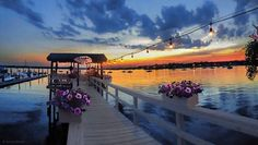 Sunset over Manhasset Bay, at Louie's Oyster Bar & Grille, Port Washington, Long Island, NY