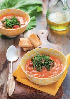 Sopa de presunto cru, tomate e couve crocante