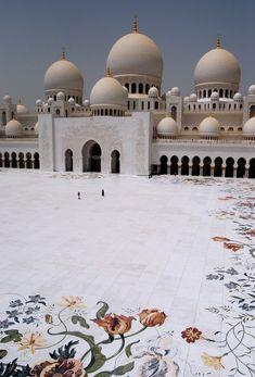 Sheikh Zayed Mosque by Rashed Al Za'abi (2008) Abu Dhabi, UAE