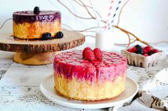 Raspberry and Blackberry Upside-Down Cake Blackberry Upside Down Cake, Pineapple Upside Down Cake, Upside Down Desserts, Almond Flour Cakes, Broma Bakery, Raspberry Desserts, Cake Tasting, No Bake Treats, Cake Toppings