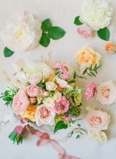 Bright summer pink and orange wedding bouquet | #weddingbouquet #pinkbouquet #pinkweddingbouquet #bridesbouuquet #floraldesign #weddingflowers