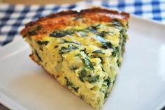Spinach Onion Frittata - makes 8 slices, each of which is just 185 calories. I opted for shredded mozzarella cheese rather than parmesan, which made for a tasty frittata and actually saved some calories. This is super delicious and keeps really well. Healthy Frittata, Spinach Frittata, Frittata Recipes, Baby Spinach, Spinach Pie, Easter Brunch Menu, Brunch Dishes, Healthy Food Blogs, Healthy Eating Recipes