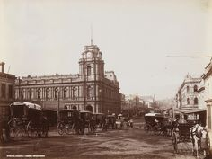 Bourke Street looking east with 'Beehive Building' demolished for London Stores on R, and a semi-complete GPO. Melbourne Victoria, Victoria Australia, Melbourne Australia, Brisbane, Old Pictures, Old Photos, Vintage Architecture, Landscape Architecture, Melbourne Suburbs