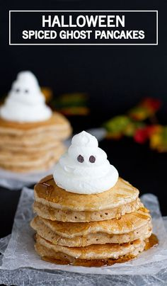Start Halloween off with a spooky breakfast treat—like these Spiced Ghost Pancakes. Cinnamon, cloves, nutmeg, and ginger come together to create this brunch dish that's full of delicious fall flavors. Shared by Where YoUth Rise Yummy Pancake Recipe, Tasty Pancakes, Yummy Food, Pancake Recipes, Pancakes Cinnamon, Holiday Treats, Halloween Treats, Halloween Parties, Halloween Fun