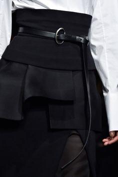 Donna Karan at New York Fashion Week Fall 2015 - Details Runway Photos Dark Fashion, White Fashion, Trendy Fashion, Fashion Beauty, Fashion Outfits, Womens Fashion, Dona Karan, Fashion Details, Fashion Design