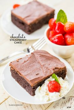 Chocolate Strawberry Pie Cake - chocolate cake mix and strawberry pie filling combine to make one amazing dessert! Top the cake with a quick homemade chocolate frosting ~ Chocolate Strawberry Pie, Chocolate Cake Shake, Strawberry Pudding, Semi Sweet Chocolate Chips, Chocolate Chip Muffins, Strawberry Recipes, Homemade Chocolate, Chocolate Recipes