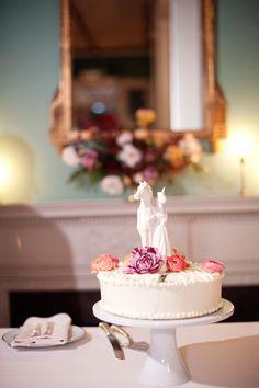 Unicorn wedding cake topper #dphiewedding #deepherwedding