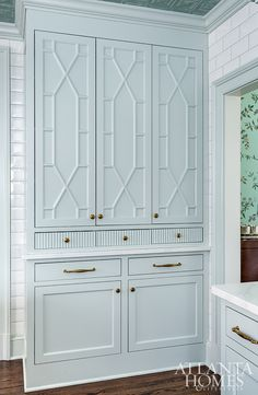 Mathison Glenn color-matched the grout to the cabinetry for a soft finish. Southern Homes, Southern Style, Southern Girls, Country Homes, Southern Charm, Brandon Ingram, Georgia Homes, Enchanted Home, Built In Cabinets