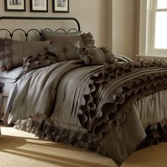 30 Of The Most Chic And Elegant Bed Comforter Designs To Choose From And Keep You Warm This Winter