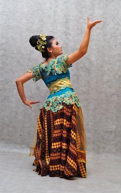 Ringkang Mojang Dance Balinese, People Of The World, Blouse Dress, Kebaya, Dance Costumes, Traditional Outfits, Asian Woman, Theater, Carnival
