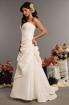 Chic Taffeta strapless wedding dress