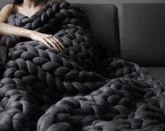 Grande punto blanket. Chunky knit blanket. Cozy blanket. by Ohhio