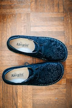 """Alegria Shoes Bree """"Black Sprigs"""" from Alegria Shoe Shop Source by AlegriaShoes comfortable Comfortable Work Shoes, Comfy Shoes, Best Shoes For Bunions, Alegria Shoes, Wide Shoes, Stiletto Pumps, Sock Shoes, Sneakers Fashion, Me Too Shoes"""