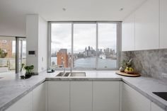 See how Dan Kitchens transformed this kitchen into a Luxurious Custom Kitchen in Kirribilli, complete with Exquisite Materials and High-end Appliances. Kitchen Room Design, Interior Design Kitchen, Luxury Kitchens, Small Kitchens, White Kitchens, 1970s Kitchen, Apartment Projects, Minimalism, Kitchen Cabinets