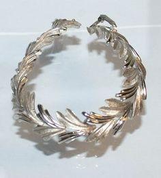 Trifari Bracelet / Vintage Leaf Links / With A by DuncanLovesTess, $35.00 GORGEOUS