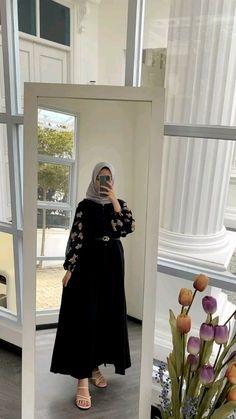 Hijab Style Dress, Casual Hijab Outfit, Ootd Hijab, Muslim Fashion, Hijab Fashion, Girl Fashion, Wedding Outfits For Family Members, Hijab Tutorial, Blazer Outfits