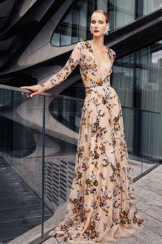 Naeem Khan, Haute Couture Dresses, Couture Fashion, Fashion Week, Fashion Show, Fashion Design, Floral Gown, Vogue Paris, Models