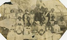 reclaimingthelatinatag:  The ladies ofLa Cruz Blanca,a volunteer group of nurses founded in 1913during the Mexican Revolution. La Cruz Blanca offered medical assistance to all soldiers despite of their political association, often risking their lives by crossing into American territory to aid the wounded. La Cruz Blanca was founded byLeonor Villegas de Magnón,a political activist, teacher, and journalist.   (above picture of Magnóncourtesyof NPS) Aside from forming La Cruz Blaca, ...