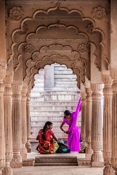 Girls in saris, Pushkar lake, India