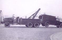 Maastunnel GMC takelwagen voor pechgevallen.
