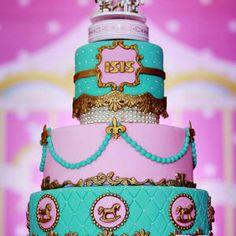 Carrossel, carrossel encantado, rosa, decoração infantil, decoração, festa infantil, bolo carrossel, bolo infantil, decoração de menina, festa de menina, mesa do bolo, cavalinho, carrossel