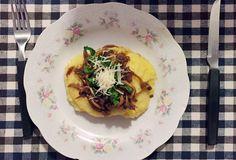 A polenta mole leva três minutos para ficar pronta, e o shitake refogado com cebola e shoyu não tem mistério nenhum.