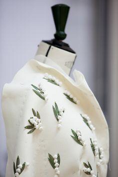 Christian dior robe bustier en soie cr me brod e de brins for Magasins de robe de mariage portland oregon