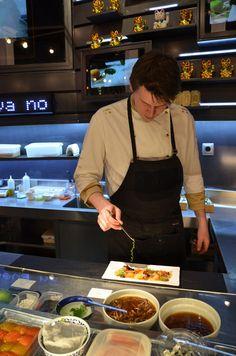 I like to see the chef preparing those incredible tapas!!!