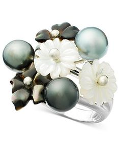 The treasures of both land and sea. This gorgeous sterling silver ring features flowers crafted from mother-of-pearl and iridescent black Tahitian pearls.