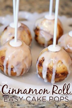 Roll Cake Pops Easy Cinnamon Roll Cake Pops - great for a brunch or a fun family breakfast!Easy Cinnamon Roll Cake Pops - great for a brunch or a fun family breakfast! Köstliche Desserts, Delicious Desserts, Dessert Recipes, Yummy Food, Yummy Recipes, Cake Pop Recipes, Easy Cake Pop Recipe, Winter Desserts, Party Recipes