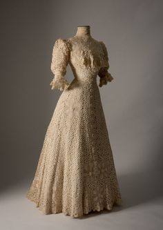 Dress ca. 1900From the Fashion Museum, Bath on Twitter