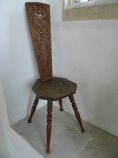 LOVELY VINTAGE SPINNING CHAIR WITH BEAUTIFUL NORWEGIAN STYLE CHIP CARVED DETAIL | eBay